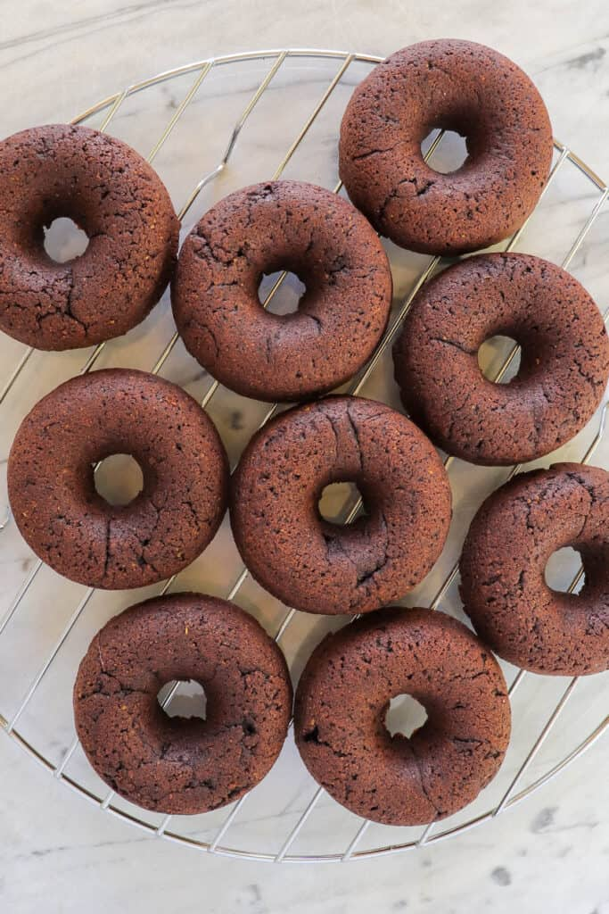 Baked donuts on a cooling rack.
