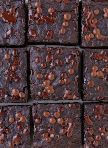 Close up shot of the brownies.